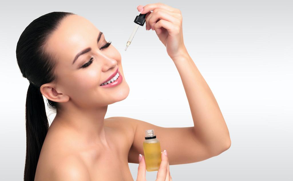 cosmetic oil applying